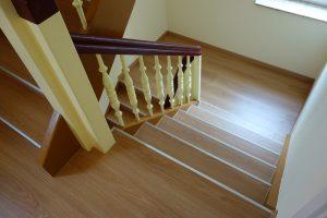 Treppenhausgestaltung mit Laminat
