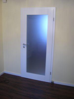 weiße Wohnraumtür