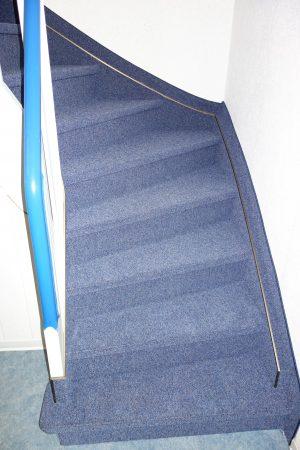 Treppenanlage - blaue Treppe