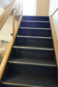 Treppensanierung mit Kugelgarn