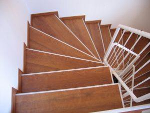 Treppenanlage in Kirschbaum