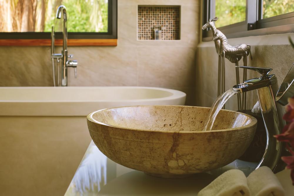 Holzoberflächen in Küche und Bad: 11 Praxistipps für den Alltag